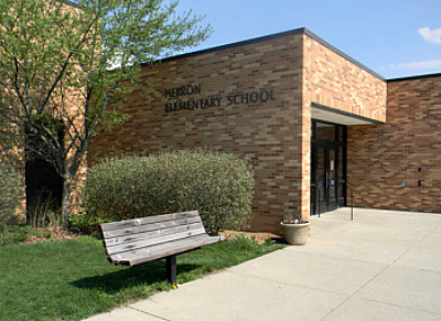 Picture of the front of Hebron Elementary's building